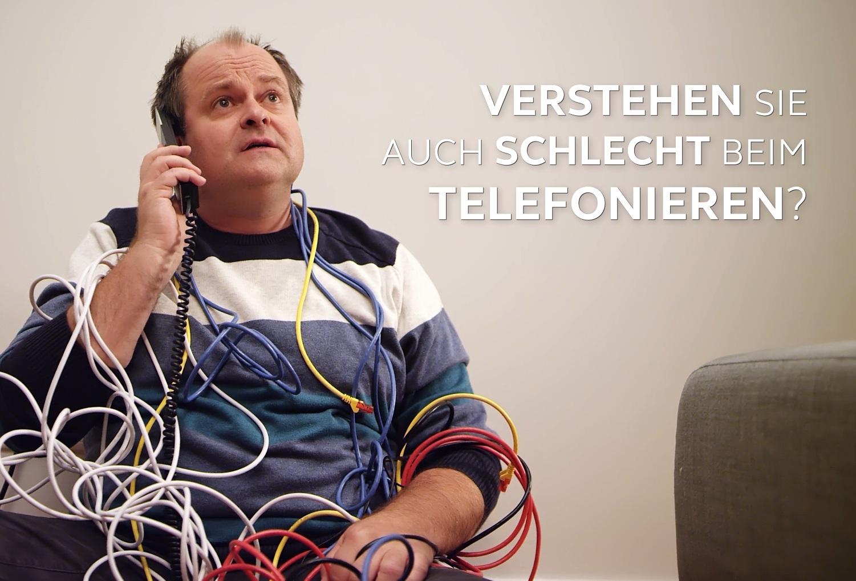 Die beigefügten Pressefotos dürfen Sie im Zusammenhang mit unserer Meldung frei verwenden. Bildunterschrift: Schauspieler Markus Majowski in einem Werbespot, den ReSound Hörakustik-Betrieben für lokale Kampagnen auf YouTube anbietet (Foto: GN Hearing)